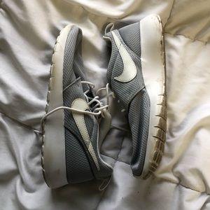 Nike Shoes - NIKE Roshe Sneakers